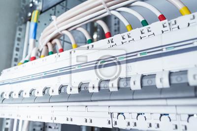 Kabel mit kabelschuhen an leistungsschalter anschließen. fototapete ...