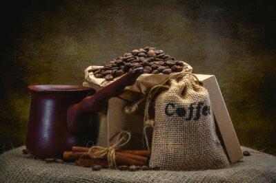Fototapete Kaffeebeutel auf dunklem Hintergrund