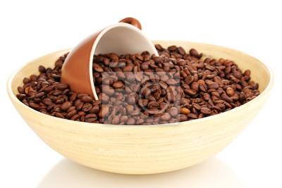 Kaffeebohnen In Bambus Schussel Mit Tasse Isoliert Auf Weiss