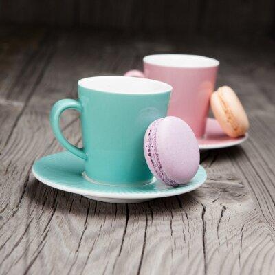 Fototapete Kaffeetassen mit Französisch Makronen auf dem Tisch