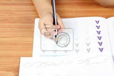 Kinderhandschrift Hausaufgaben, alphabet Praxis des Schreibens