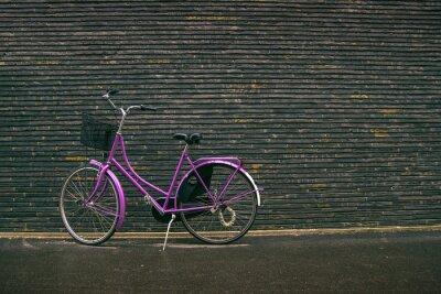 Fototapete Klassische Weinlese-Purpur Hippie-Fahrrad auf der Straße