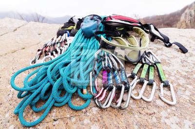 Klettergurt Seil Karabiner : Kletterausrüstung seil und karabiner sehen von der