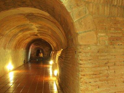 Korridor in Tunnel im Inneren des Tempels