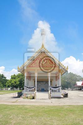 Krematorium mit Wolken und blauer Himmel Hintergrund in Thailand.