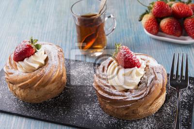 Kuchen Mit Vanillepudding Und Erdbeeren Schlagsahne Fototapete