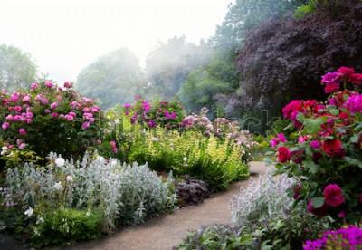 Fototapete Kunstblumen morgens in einem englischen Park