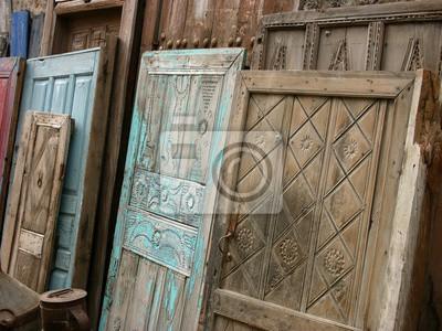 Alte Holztüren kunstvoll verzierte alte holztüren mit patina als antiquitäten