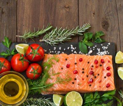 Fototapete Lachs mit Gemüse, Olivenöl und Kräutern