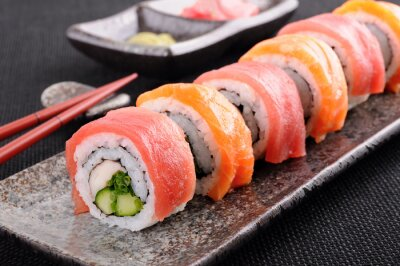 Fototapete Lachs-Thunfisch Sushi-Rolle