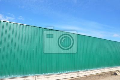 Lange Haus Grunen Metall Zaun Auf Der Strasse Seite Aussen Fototapete