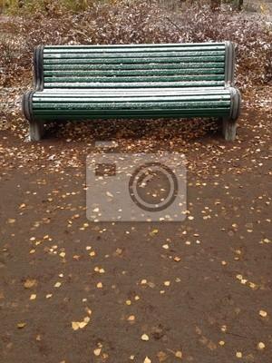 leere Bank im Herbst Park