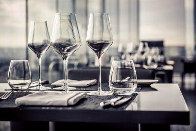 Fototapete Leere Gläser im Restaurant