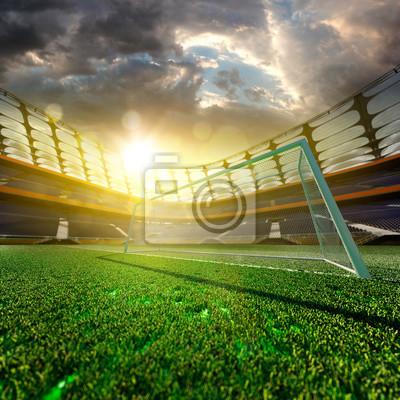 Leeres Fußball-Stadion im Sonnenlicht