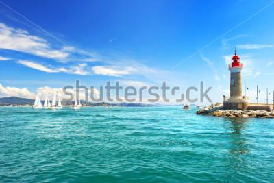 Fototapete Leuchtturm von St. Tropez. wunderschöne mediterrane Landschaft. Côte d'Azur, Frankreich