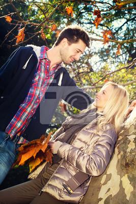 liebende Paar blickt auf Augenhöhe