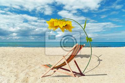 Liegestuhl mit sonnenschirm strand  Liegestuhl mit sonnenschirm am strand fototapete • fototapeten sylt ...