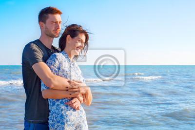 Loving Paar Entspannung am Meer