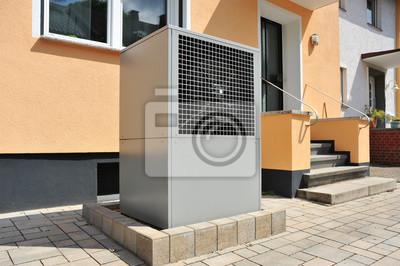 Luftwärmepumpe für heizung und warmwasser vor einem ...
