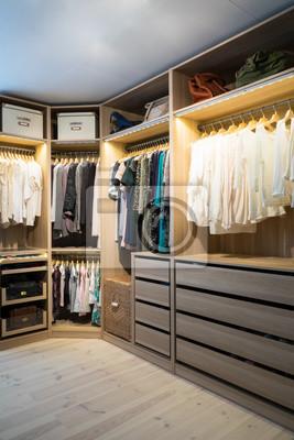 Kleiderschrank Beleuchtung | Luxurioser Begehbarer Kleiderschrank Ankleidezimmer Mit