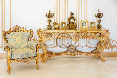 Wunderbar Fototapete Luxus Wohnzimmer In Hellen Farben Mit Goldenen Möbeln Details.  Elegantes Klassisches Interieur