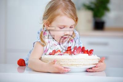 Madchen An Kindergeburtstag Mit Kuchen Fototapete Fototapeten