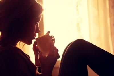 Fototapete Mädchen und Kaffee am Morgen