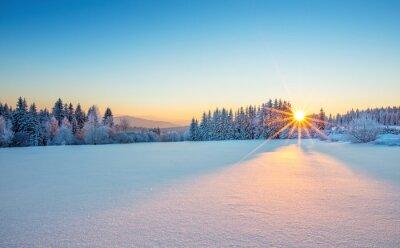Fototapete Majestic Sonnenaufgang im Winter Berge Landschaft.