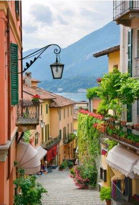 Fototapete Malerische Städtchen Blick auf die Straße in Lake Como Italien