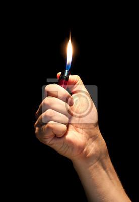 Man Hand mit brennenden Feuerzeug
