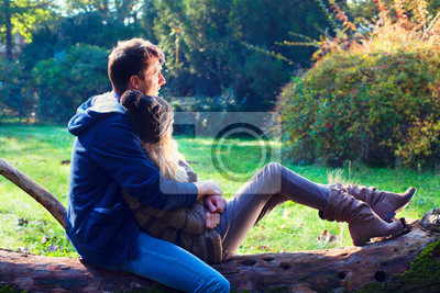 Mann und Frau Entspannung im Park