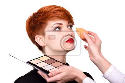 Maskenbildner Der Grundlage Auf Dem Gesicht Der Jungen Frau