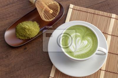 Matcha Latte Kunst Herzform Oben Auf Holztisch Mit Etwas Grünem