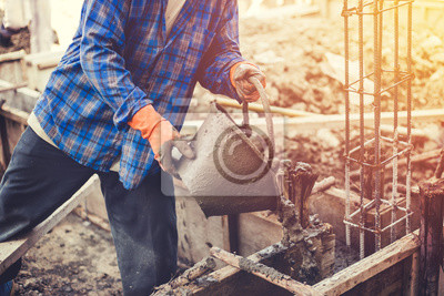 Fußboden Gießen ~ Maurer oder gipser gießen bauzement auf fußboden fototapete