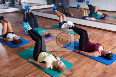 Retro Kühlschrank Yoga : Menschen entspannen und genießen yoga fototapete u fototapeten