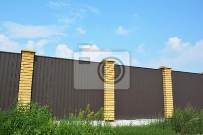 Metallzaun Auf Der Strassenseite Stahlblech Zaun Fototapete