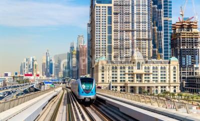 Fototapete Metro-Zug auf der Roten Linie in Dubai