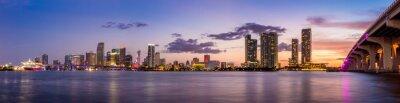 Fototapete Miami Skyline Panorama in der Dämmerung