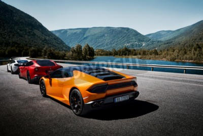 Fototapete Miland, Norway. 04.06.2016: Yellow Lamborghini Huracan, Red Ferrari f12m and white Mclaren 650s