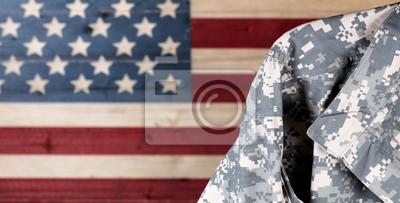 Fototapete Militäruniform mit verblichenen Brettern gemalt in der Flagge Amerikas USA