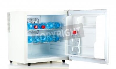 Mini Kühlschrank Gas : Mini kühlschrank voll von wasser in flaschen isoliert auf weiß