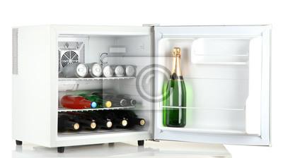 Kühlschrank Mini : Mini kühlschrank voller flaschen alkoholische getränke isoliert