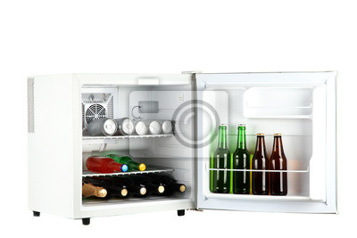 Mini Kühlschrank Kosmetik : Mini kühlschrank voller flaschen alkoholische getränke isoliert