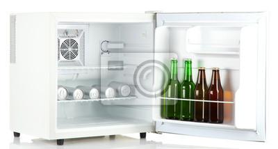 Kühlschrank Dosen : Mini kühlschrank voller flaschen und dosen bier isoliert auf