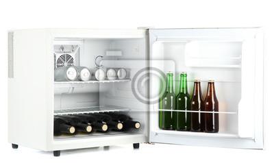 Kleiner Kühlschrank Für Flaschen : Mini kühlschrank voller flaschen und dosen bier isoliert auf