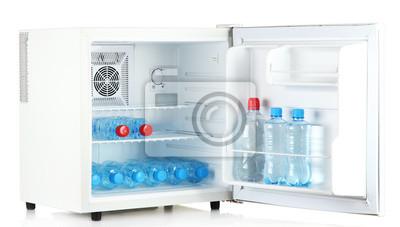 Mini Kühlschrank Mit Akku : Mini kühlschrank voller flaschen wasser isoliert auf weiß