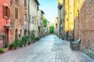 Fototapete Mittelalterliche Straße in Certaldo, Italien.