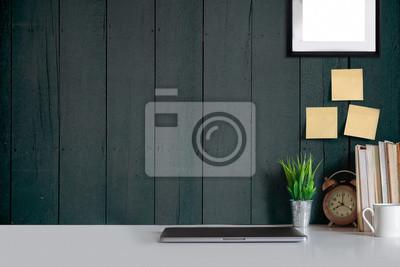 Mock up schreibtisch und rahmen poster. minimalistisch fototapete