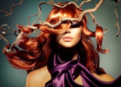Fototapete Model Woman Portrait mit langen lockigen roten Haar