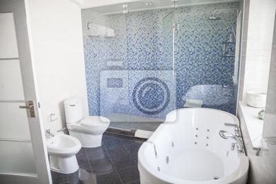 Modern Sauber Badezimmer Mit Wc Waschbecken Dusche Und